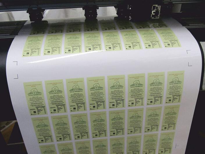 Stampa digitale – Intaglio adesivo